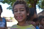 Já o Samuel estava interessado é no seu dente de leite, que tinha acabado de cair.  Foto: Lígia Morais/VozdoNicéia