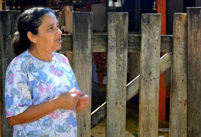 """FOTO 1 - """"se tivesse uma UPA mais próxima, ia ser mais fácil para os moradores do bairro chegarem lá local para serem atendidos"""", conta Dona Cleuza - Mariana Soares.png"""
