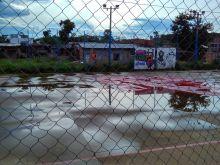 sem-cobertura-a-quadra-poliesportiva-nao-condicoes-de-uso-em-dias-de-chuva